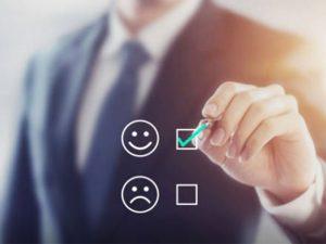 L'expérience client et le service client sont des termes étroitement liés à la relation client. Cependant, il est important de bien pouvoir les distinguer. Intéressons-nous à leurs descriptions.