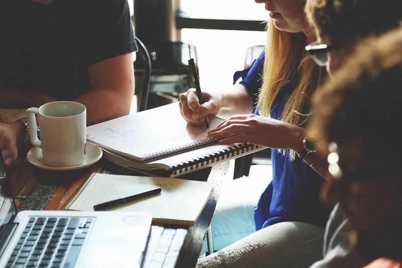 Le métier de chargé de clientèle a connu une révolution. Afin de répondre aux nouvelles de nos donneurs d'ordre, voici pourquoi ils nous sont indispensables.