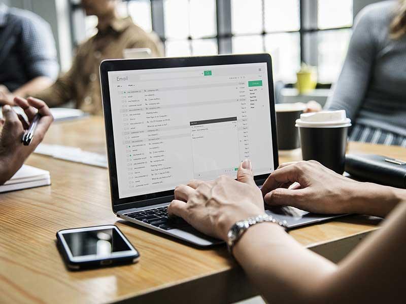 Afin d'apporter plus de satisfaction aux exigences des clients, nous proposons l'externalisation de la gestion de votre emailing. Découvrez de quoi il s'agit avec Centredappels.fr.