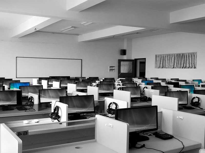 La reprise du travail dans les centres d'appels implique que de nouvelles adaptations sont requises pour protéger les salariés, notamment en OpenSpace.