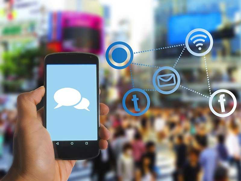Avec l'évolution constante dans les besoins des clients, les marques peuvent opter pour les réseaux sociaux afin d'optimiser la relation client.