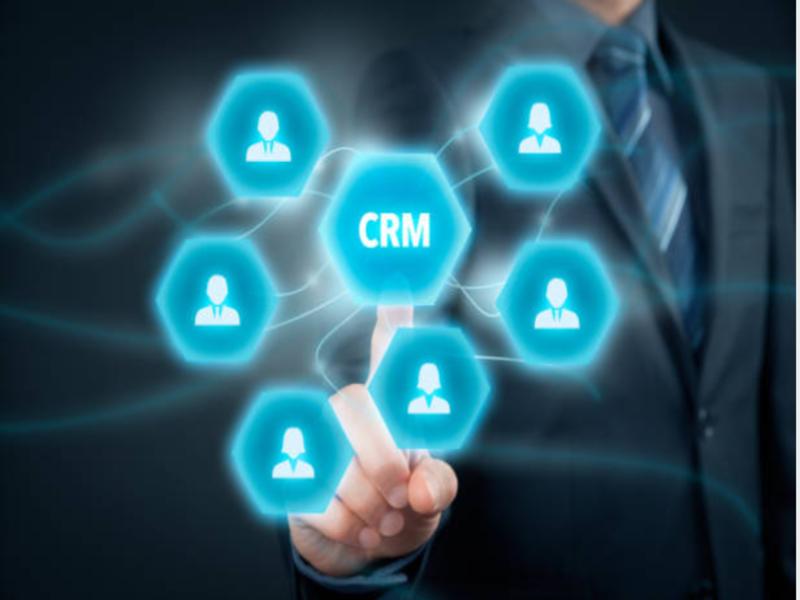 Pour qu'une firme puisse proposer des prestations de qualité, augmenter sa productivité et répondre aux attentes des clients, elle peut utiliser un CRM.