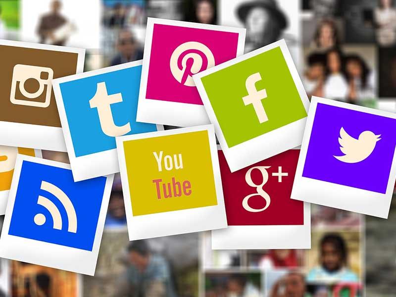 Utiliser les réseaux sociaux est un must pour une marque qui souhaite créer et maintenir une relation client stable et de confiance avec sa clientèle.